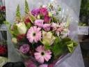 ボリュームあります大きな花束
