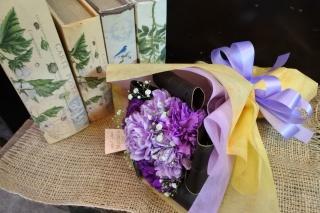 幸せを願う青い花 ムーンダストブーケ