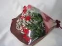 赤バラとカスミ草の花束