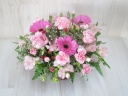 ピンクのバラとガーベラのラウンドアレンジ♪
