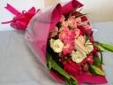 ちょっと豪華にピンクの花束♪