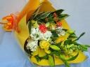 ちょっと豪華に♪ビタミンカラーの花束