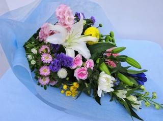 お供えに 和テイストの花束