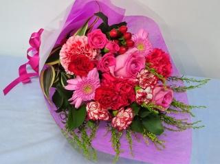 女性に人気♪可愛いピンクの花束♪