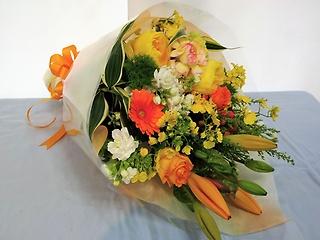 バラでワンランクアップ♪ビタミンカラーの花束♪