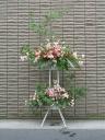 赤バラとピンクユリのスタンド花 【 飛鳥 】