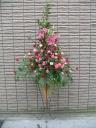 赤バラとピンクバラのスタンド花 【 福 】