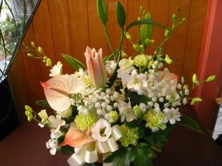 ユリと洋花の御供えアレンジメント
