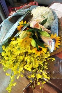 【父の日の贈り物に】向日葵と蘭の花束