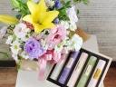 【お供え】香り高いお線香(木箱入り)とお花のセット