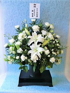 お供えのアレンジメント「白」(供花台付き)