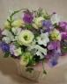 季節の洋花でお作りしたお供えアレンジメント