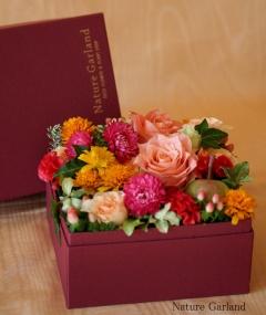 サプライズを演出!四角い箱にお花を詰めた花贈り