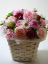 パステルピンクの小花を集めた可愛いアレンジメント