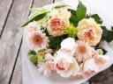 優しいシャーベットオレンジ、ピンクの花束「シュクレ
