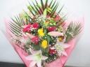 薔薇とゆりの華やかな祝い花束