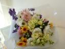 淡い色合わせのお供え花束