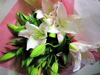 オリエンタルユリの花束