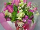 ピンクチューリップの花束アロマベアー付き