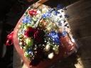 赤バラと季節の花の花束
