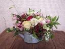 ジョロブ型リキのバラと季節の花のアレンジ