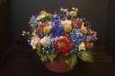 ブルーカーネーションと季節の花のアレンジメント