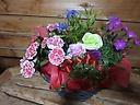 バラのソープフラワーと季節の花の寄せかご