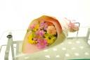 ピンクとイエローのかわいい花束