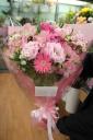明るいピンク系の花束