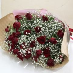 赤バラ30本とカスミソウの豪華な花束!