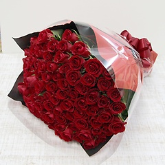 赤いバラ100本の花束