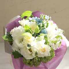 幸せのサムシングブルーが入った花束