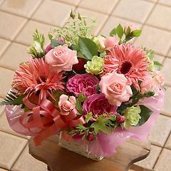 バラとガーベラのピンク系アレンジメント