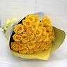 幸せを呼ぶ黄色いバラの花束