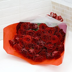 赤いバラ40本の花束