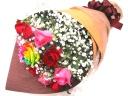 レインボーローズ入りバラとかすみ草の花束