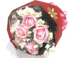 ちょっぴり贅沢な【バラのブーケ風花束】
