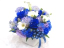 【オリジナル染色】青いバラを入れたアレンジメント