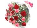 【厳選】赤いバラとピンクバラとかすみ草の花束