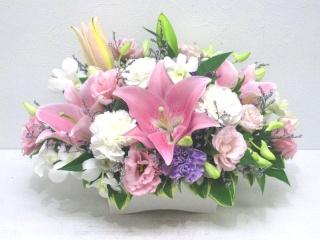 【供花】故人を偲ぶピンクユリの上品なアレンジメント