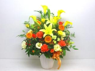 イエロー&オレンジ系の明るい華やかなアレンジメント