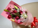 【母の日カーネーション入】赤バラと白ユリ中心の花束