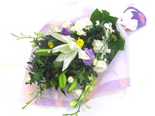 【供花】カサブランカを入れた上品なメモリアル花束
