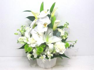 【供花】カサブランカと胡蝶蘭の上品なアレンジメント
