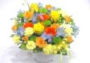 黄色いバラ中心の爽やかで明るいアレンジメント
