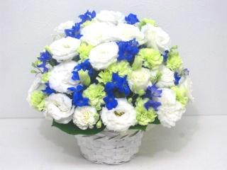 【供花】故人を偲ぶ白&ブルー系のアレンジメント