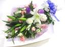 【供花】お花が大好きだった故人を偲ぶ白系の淡い花束