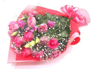 ピンクバラを入れたP系の上品な華やか花束