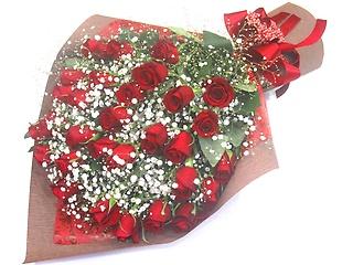 《愛情が伝わる》赤いバラ30本とかすみ草の花束