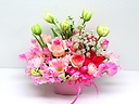 春の喜びが伝わる優しいピンク系アレンジメント